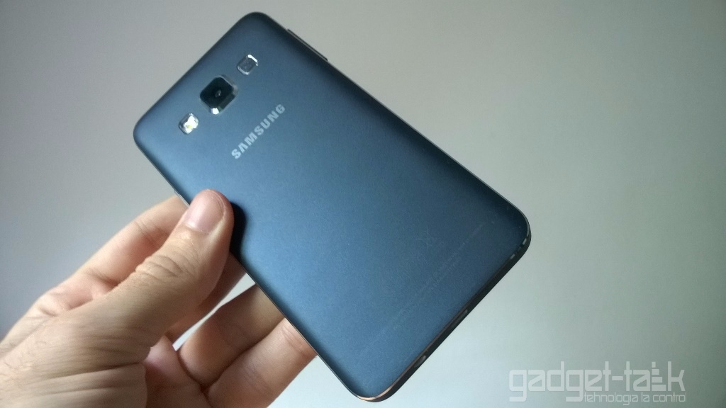 Galaxy A3 SM-A310 si Galaxy A7 SM-A710