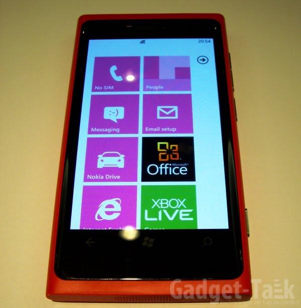 Nokia-Lumia-800-Windows-Phone-7