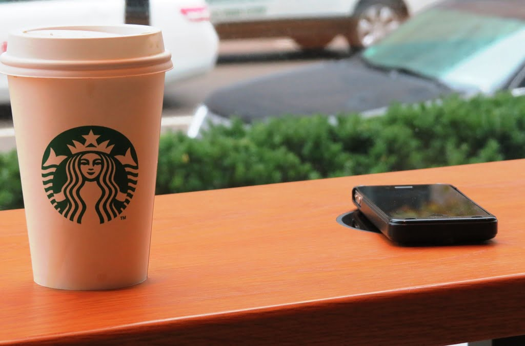Starbucks ofera incarcare wireless