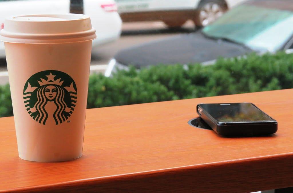 Starbucks ofera incarcare wireless