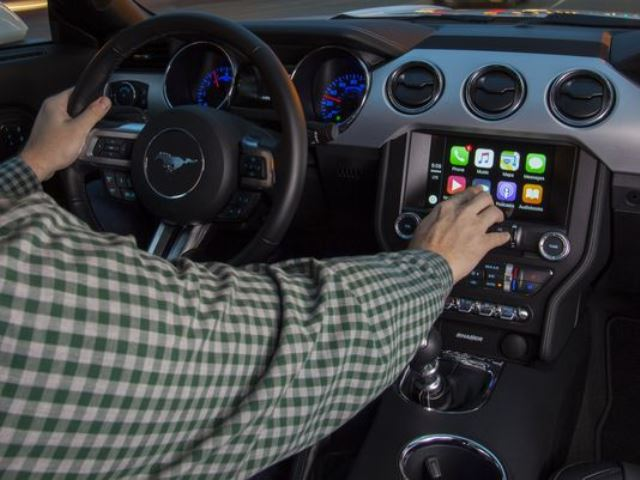 Android Auto si Apple CarPlay