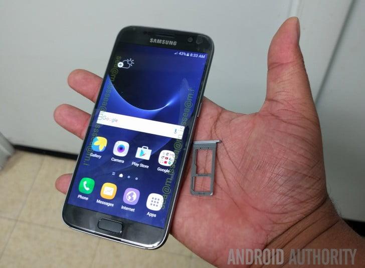 Samsung Galaxy S7 aratat la camera