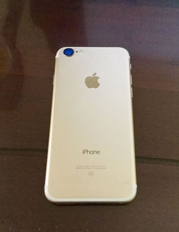 iPhone 7 e mai compact, ingust, dar mai gros ca iPhone 6S