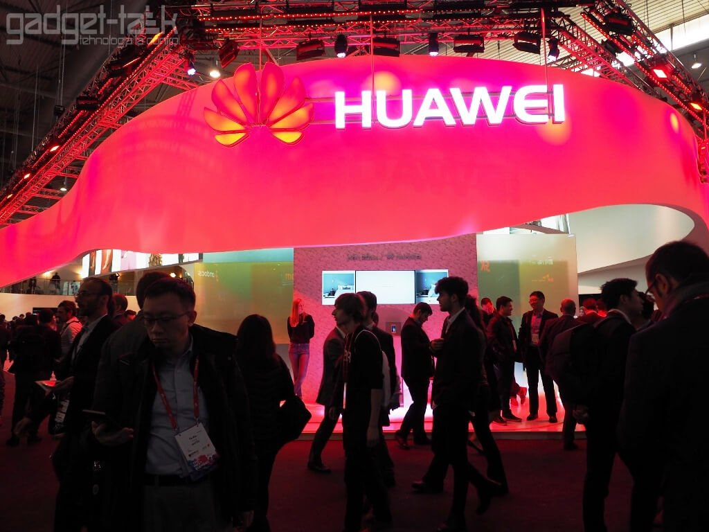 Primul telefon Huawei pliabil, ar putea sosi in 2018