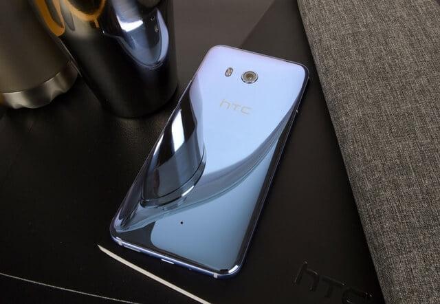 Vodafone accepta precomenzi pentru HTC U11
