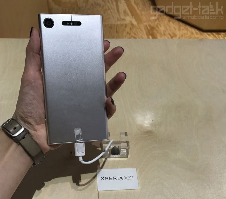 Sony anunta telefoanele Xperia XZ1
