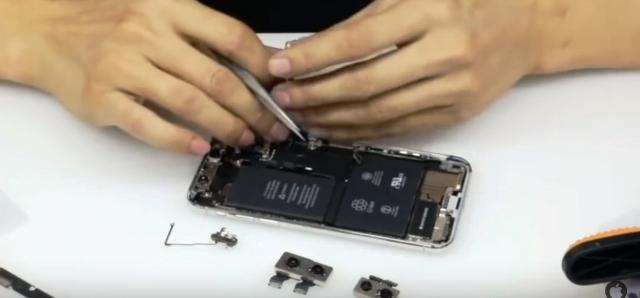 telefonul iphone x are doua bateri