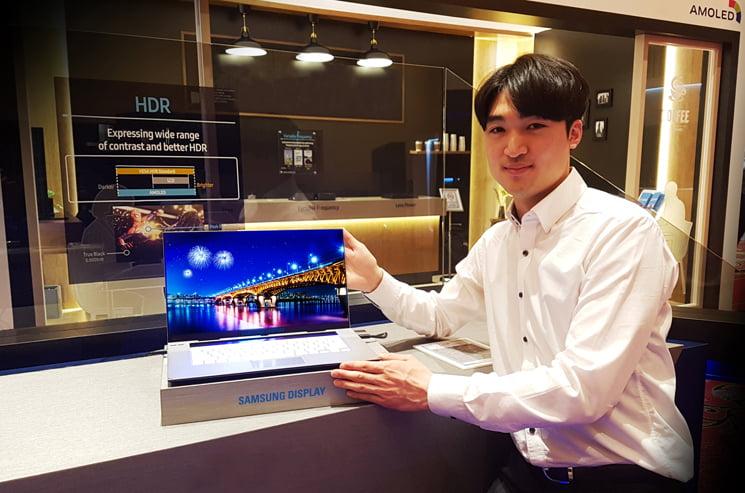 primul display OLED 4K